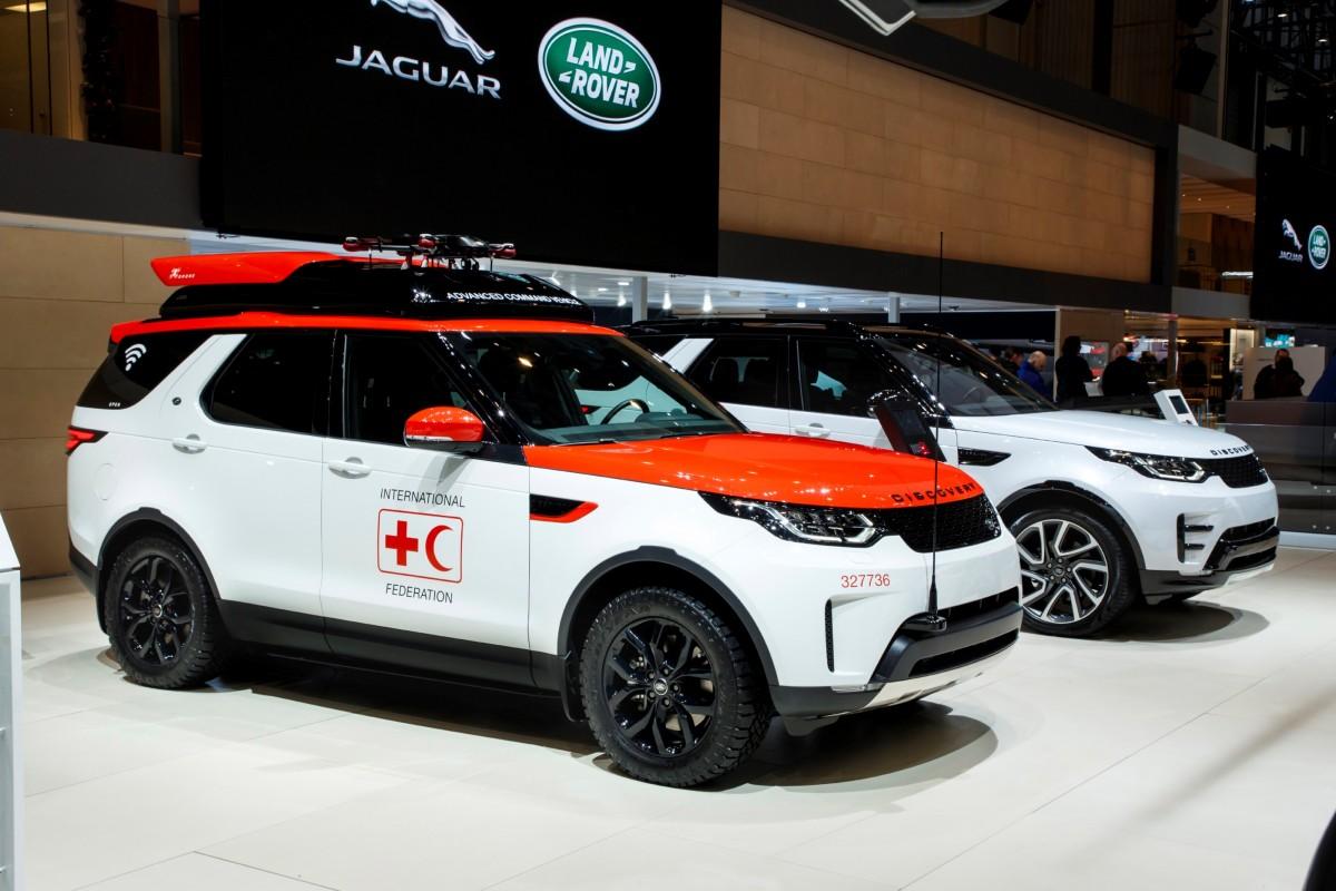 """Novo Land Rover Discovery """"Project Hero"""" inclui nova tecnologia: um drone desenvolvido para ajudar a cruz vermelha a salvar vidas"""