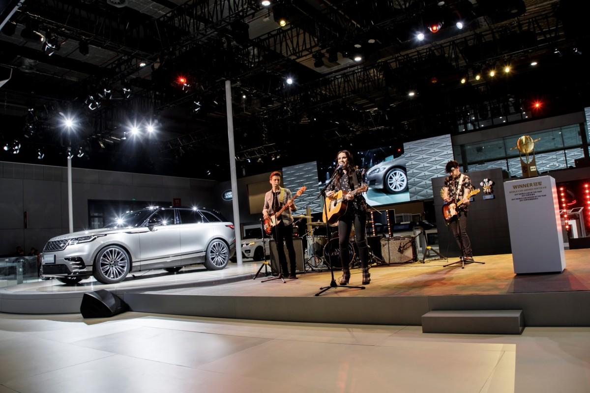 Lançamento do Range Rover Velar na China tem apresentação de Amy Macdonald no Salão de Xangai