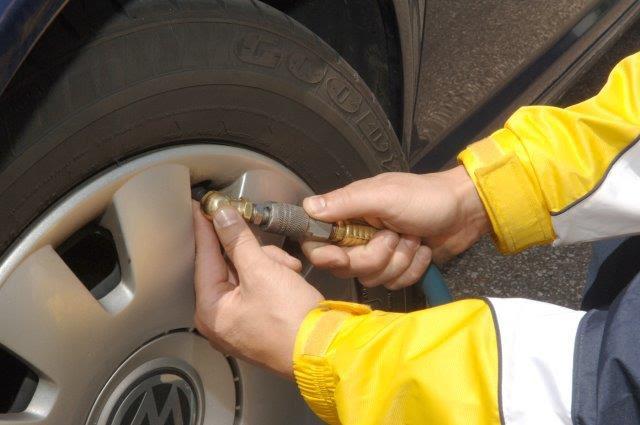 Quatro passos para conservar os pneus e dirigir de forma segura