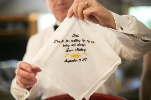 Lenços personalizados de algodão para os bolsos internos. Usar para oferecer em momento de emoção.
