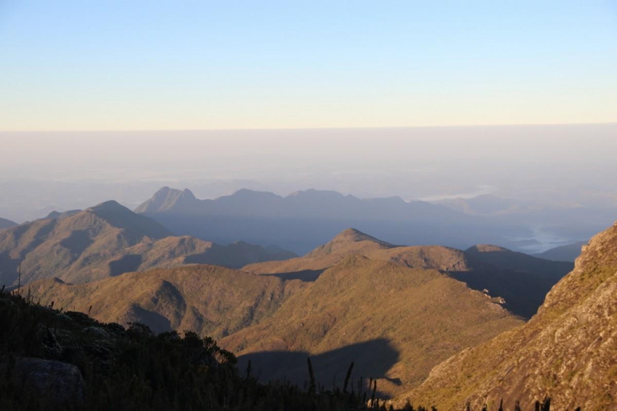 Montanhas vizinhas ao Pico da Bandeira