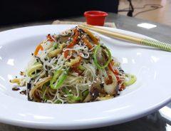 espaguete de legumes com filé de frango