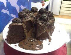 bolo vulcão de chocolate com brigadeiro
