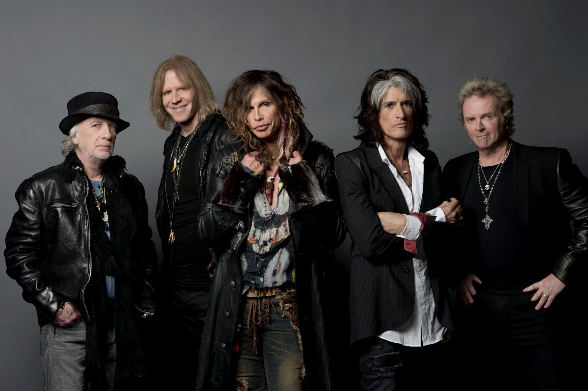 Steven Tyler do Aerosmith surpreende fã na rua - Na Balada