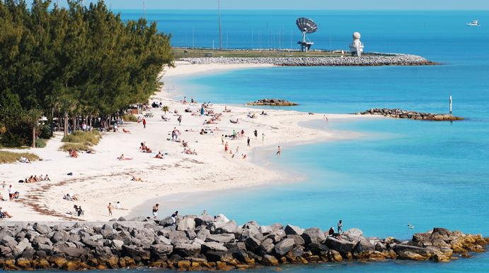 """A primeira corrida é em Key West, uma ilha perto de Miami, nos Estados Unidos, um dos destinos turísticos mais procurados na Flórida pelas belas praias com clima agradável. A cidade é famosa pelo """"Sunset Celebration"""", ritual que celebra o pôr-do-sol, com apresentação de vários números circenses e shows. As atividades aquáticas são as principais opções de lazer da cidade: mergulho, scuba-diving, passeios de barco, jet ski, etc."""