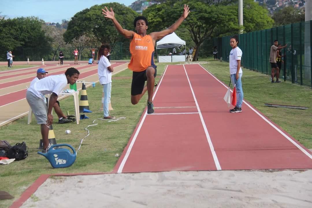 Campanha arrecada doações para incentivar jovens na prática do atletismo em Vitória