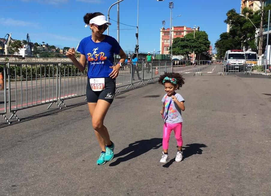 Dia das Mães: coragem, energia e força de vontade de sobra da primeira mamãe corredora homenageada
