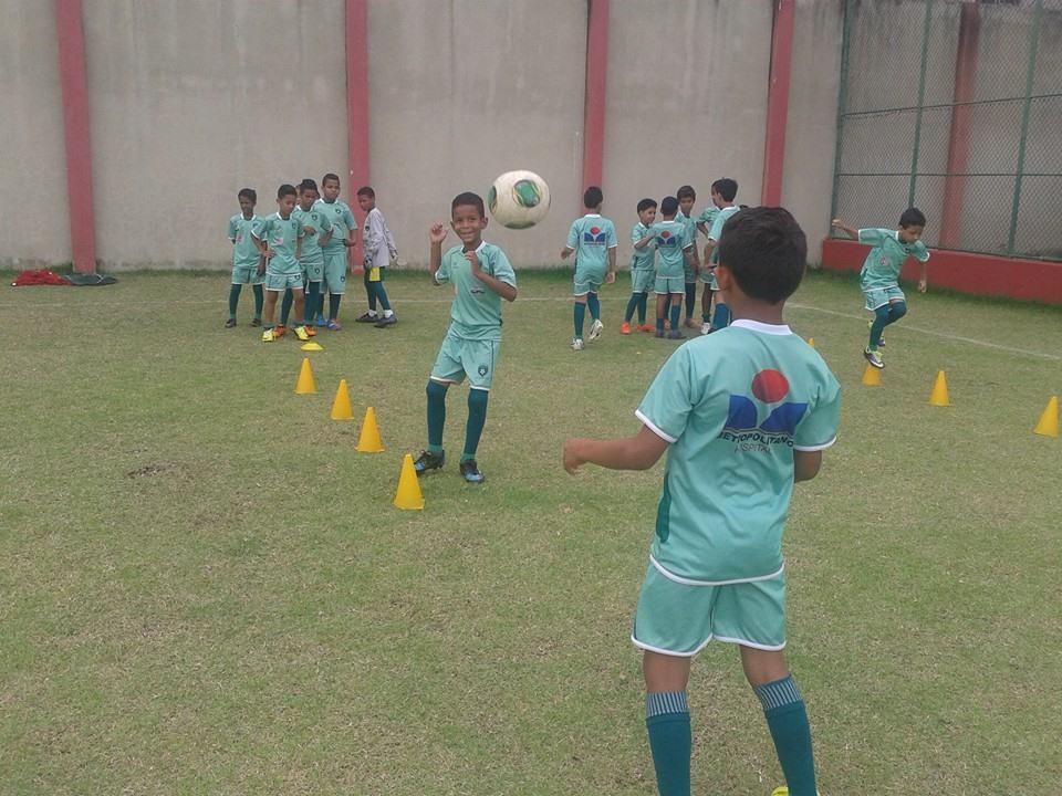 Quase 400 crianças já passaram pelo projeto que já revelou talentos para o Palmeiras , Atlético Mineiro e Fluminense