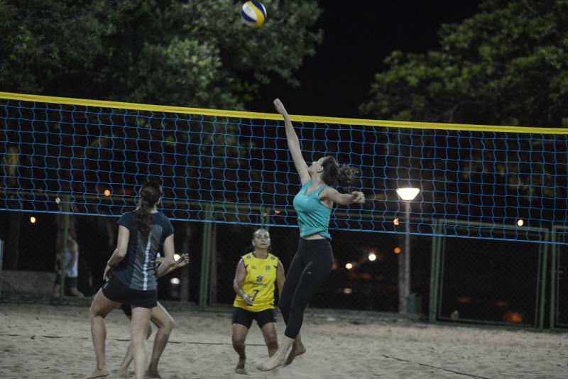 3fd4602d9 CT de Vôlei de Praia da Praça dos Namorados atrai atletas e ...