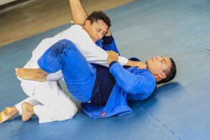 Atletas vão desferir golpes e técnicas de jiu-jítsu no Tancredão (Foto: Diego Alves)