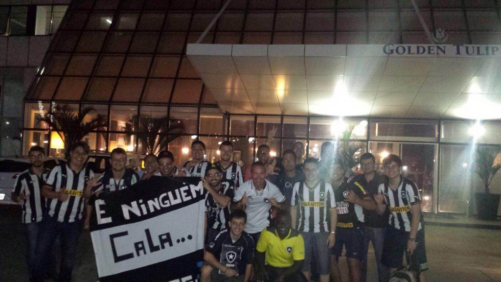 Membros do Grupo Estrela Capixaba recepcionaram o Botafogo no aeroporto e no hotel. (Foto: Grupo Estrela Capixaba)