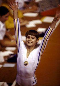 Nadia aos 14 anos, quando entrou para história nas Olimpíadas de Montreal - 76