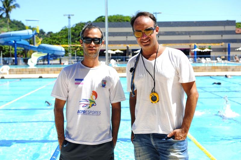 Professores  Erich e Erich são os responsáveis por revelar talentos da natação(Foto: Wilbert Suave)