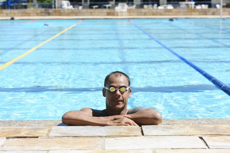 Tiozinho encontrou na natação uma força gigantesca e vontade de viver. (Foto: Wilbert Suave)