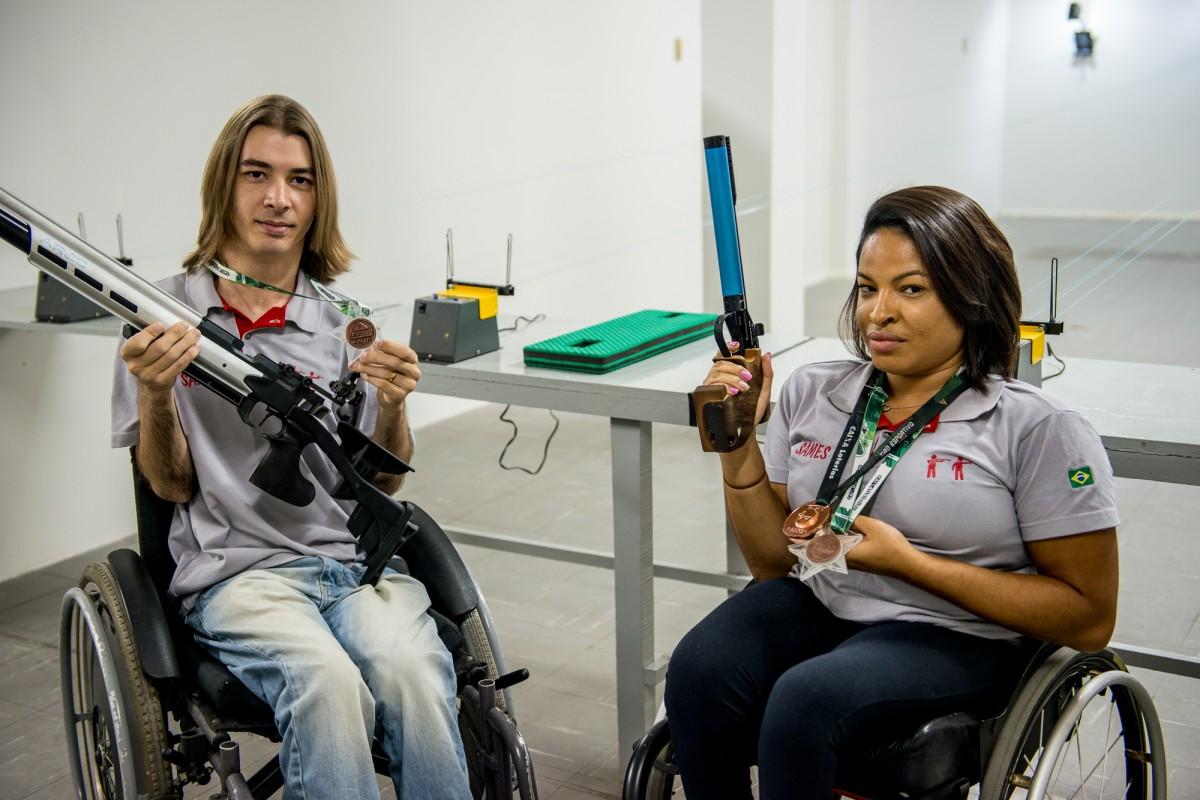 4eaf60e641 Eloisa Fernandes e Bruno Stov  as feras do tiro esportivo paralímpico