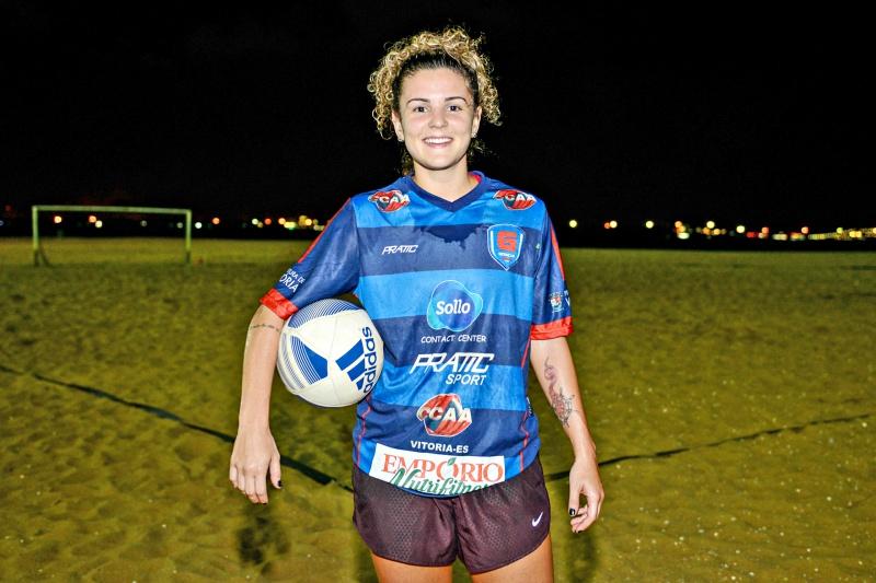 Letícia destacou que começou a se apaixonar pelo futebol de areia desde cedo. (Foto: André Sobral)