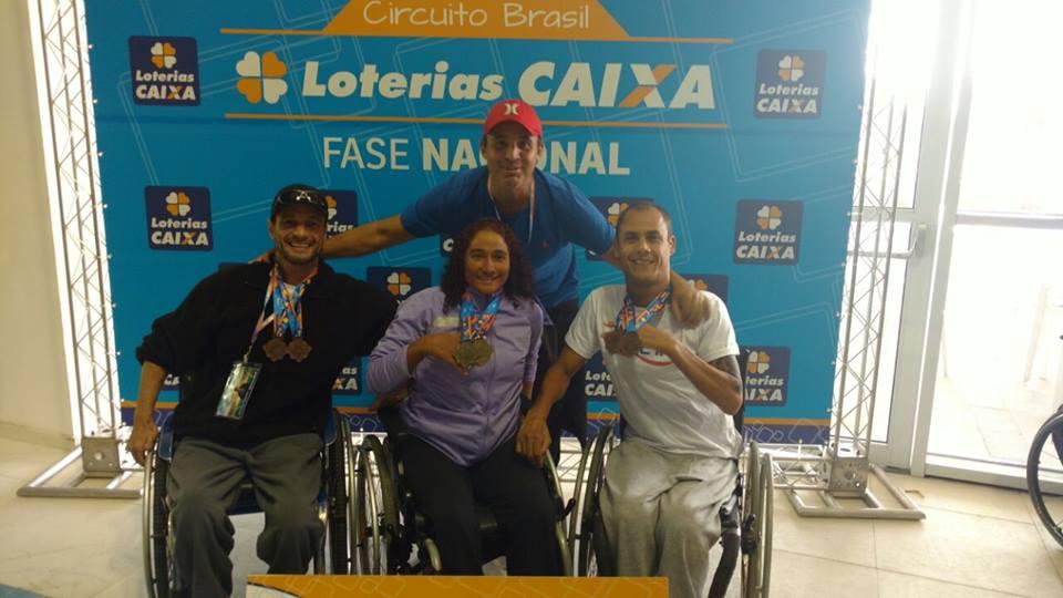 Trio volta de Brasileiro de natação com 9 medalhas e atleta reafirma índice para Paralimpíadas