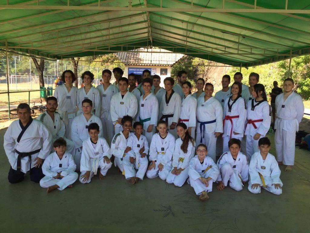 Turma do taekwondo do mestre Alexandre.