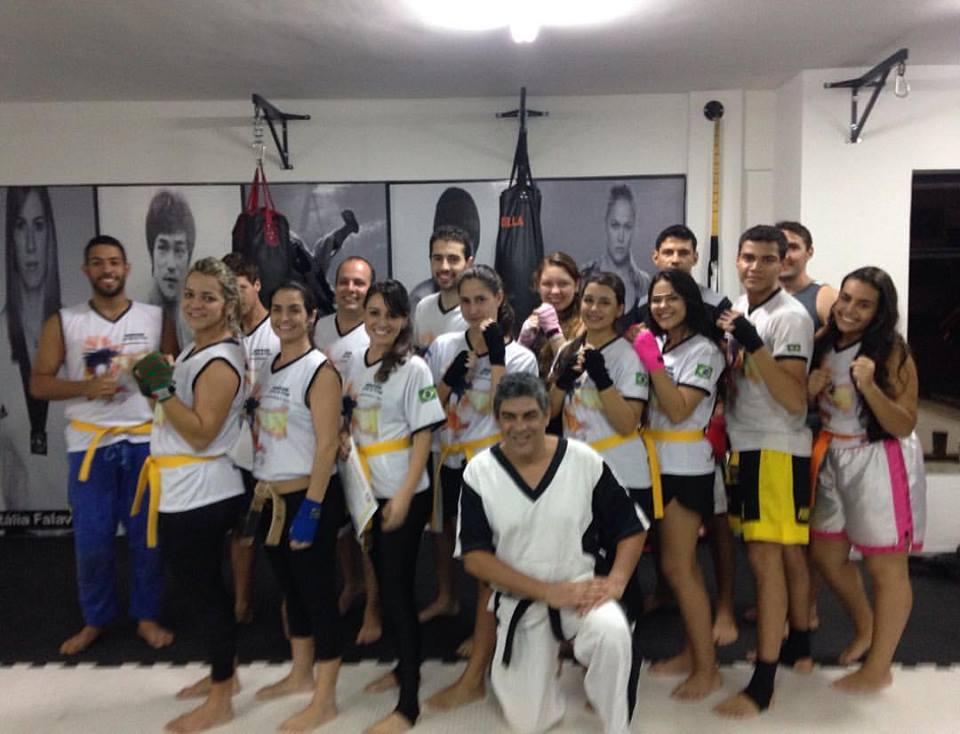 Alexandre e seus alunos. (Foto: Reprodução Facebook)