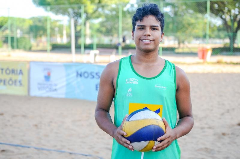 Lucas afirmou que espera seguir a carreira profissional de jogador de vôlei de praia. (Foto: Léo Silveira)
