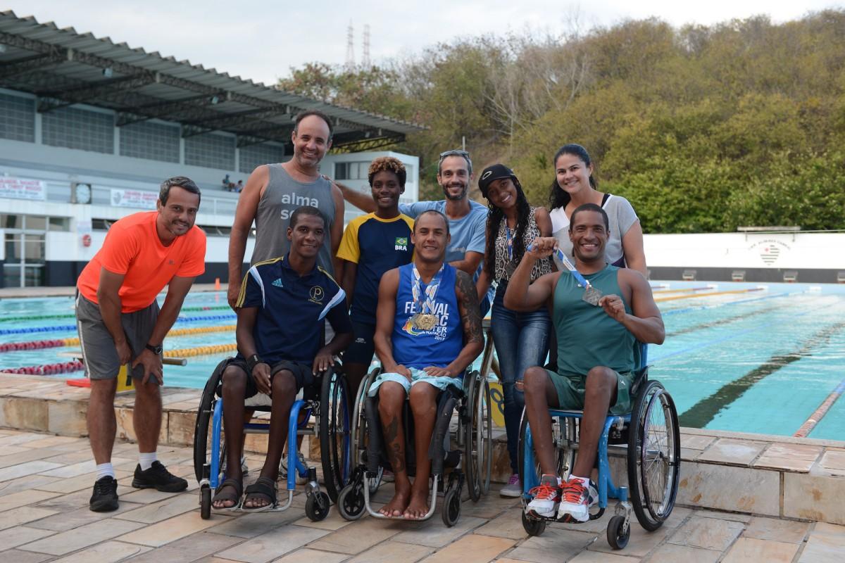 Equipe de natação paralímpica busca patrocínio para disputar brasileiro em junho