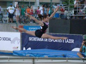 Luara nos tempos de ginasta. (Foto: Reprodução Facebook)