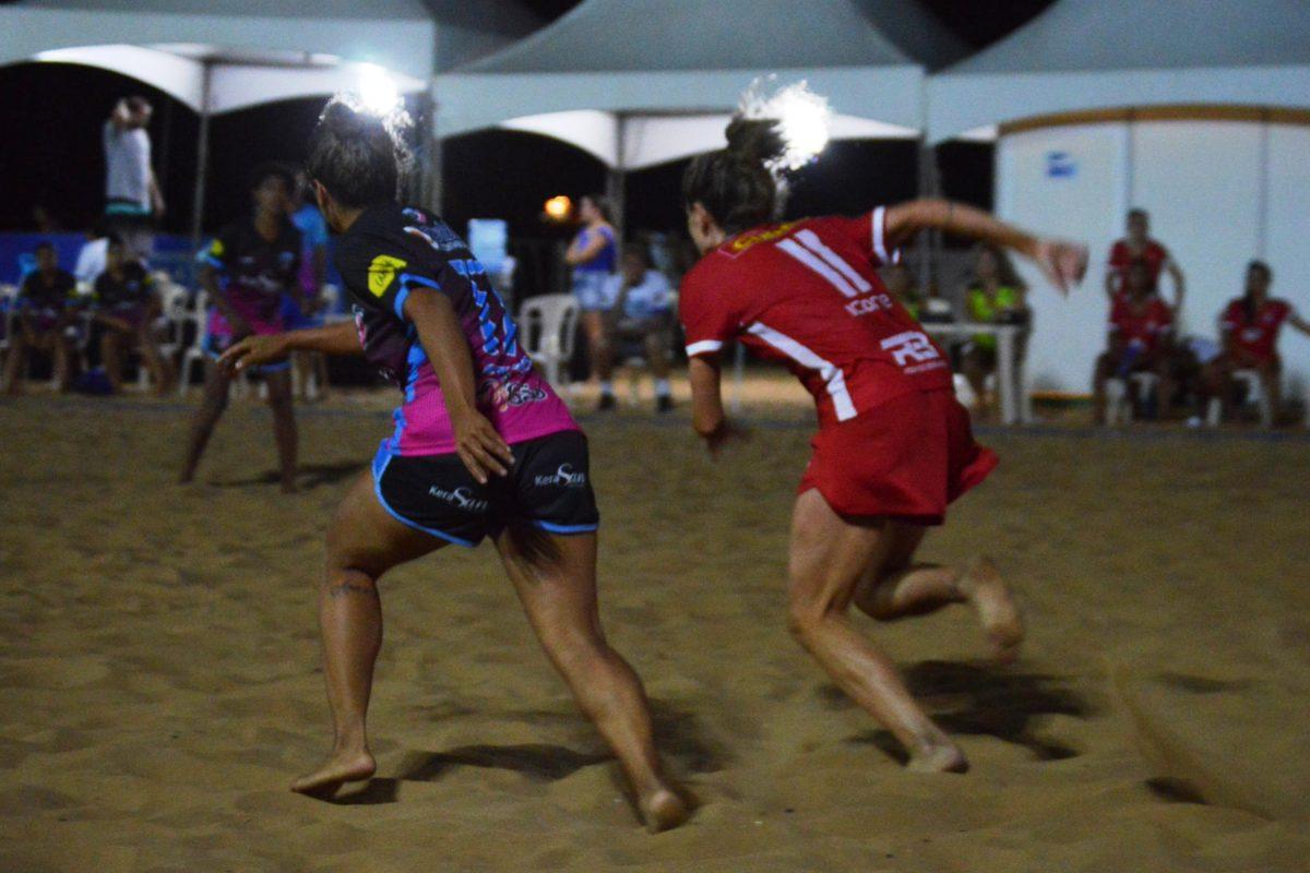 As mulheres estão mostrando que realmente merecem mais oportunidades e  destaque no mundo da bola. Quem esteve na arena montada nas areias da Praia  da Costa 7fd6ce23b85f7