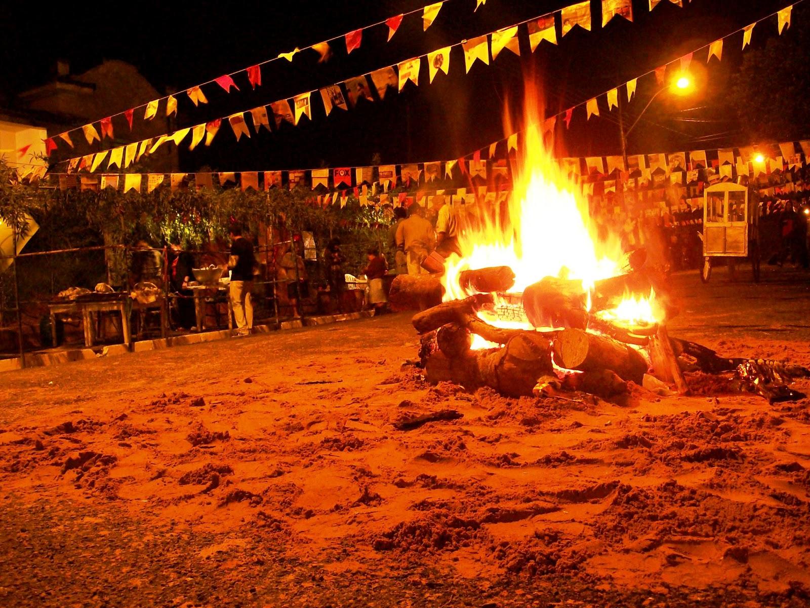 http://www.folhavitoria.com.br/geral/blogs/caminhos-de-fe/wp-content/uploads/2015/06/fogueira-na-festa-junina.jpg