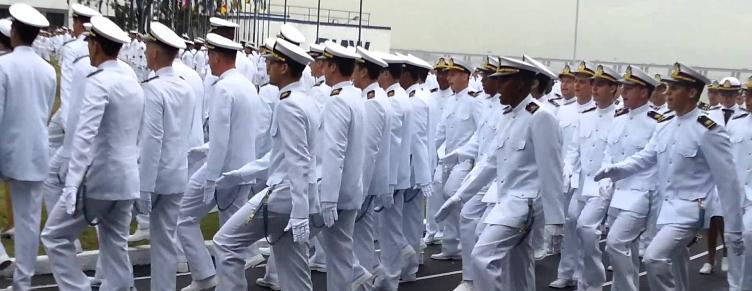 Marinha abre concurso para engenharia e educação física |