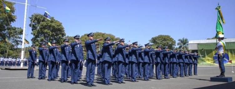 08645590b10c7 A Força Aérea Brasileira (FAB) divulgou edital para seleção com 1.030 vagas  temporárias com salários que chegam a R  11 mil. Há oportunidades para os  cargos ...