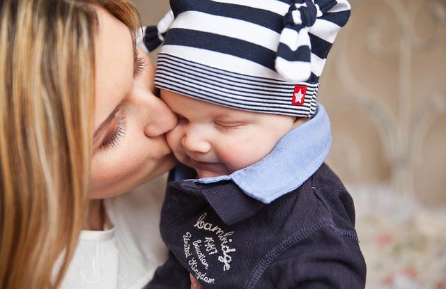 Dicas eficientes para estimular bebês de 2 a 4 meses