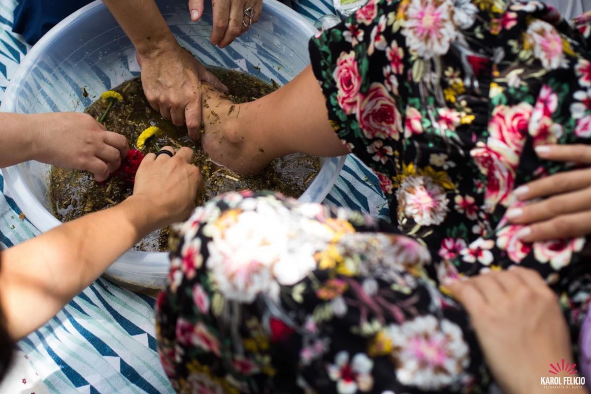 Escaldas pés, chá de bênçãos e outros rituais para fazer na gestação ... 8a1b05503a