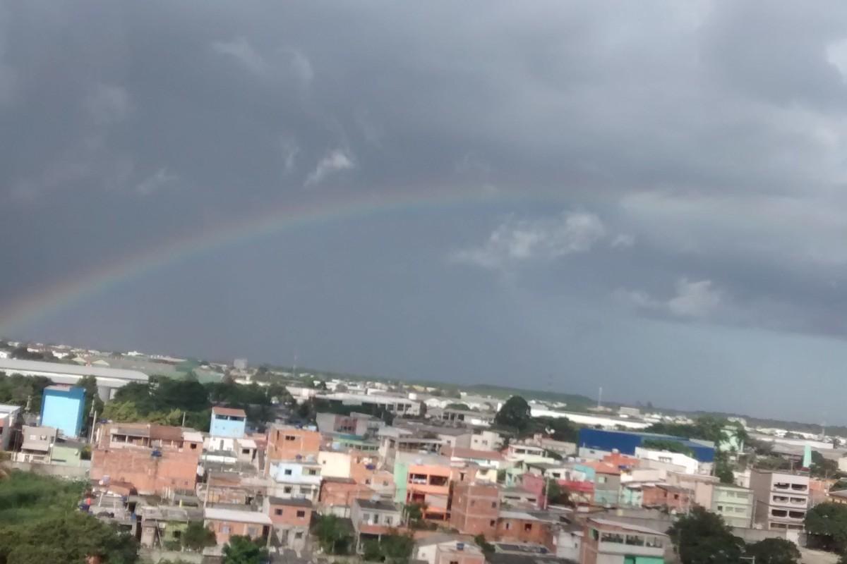 #805A4B Da janela de casa leitor flagra arco íris em Jardim Limoeiro na  570 Janelas Em Arco Pleno