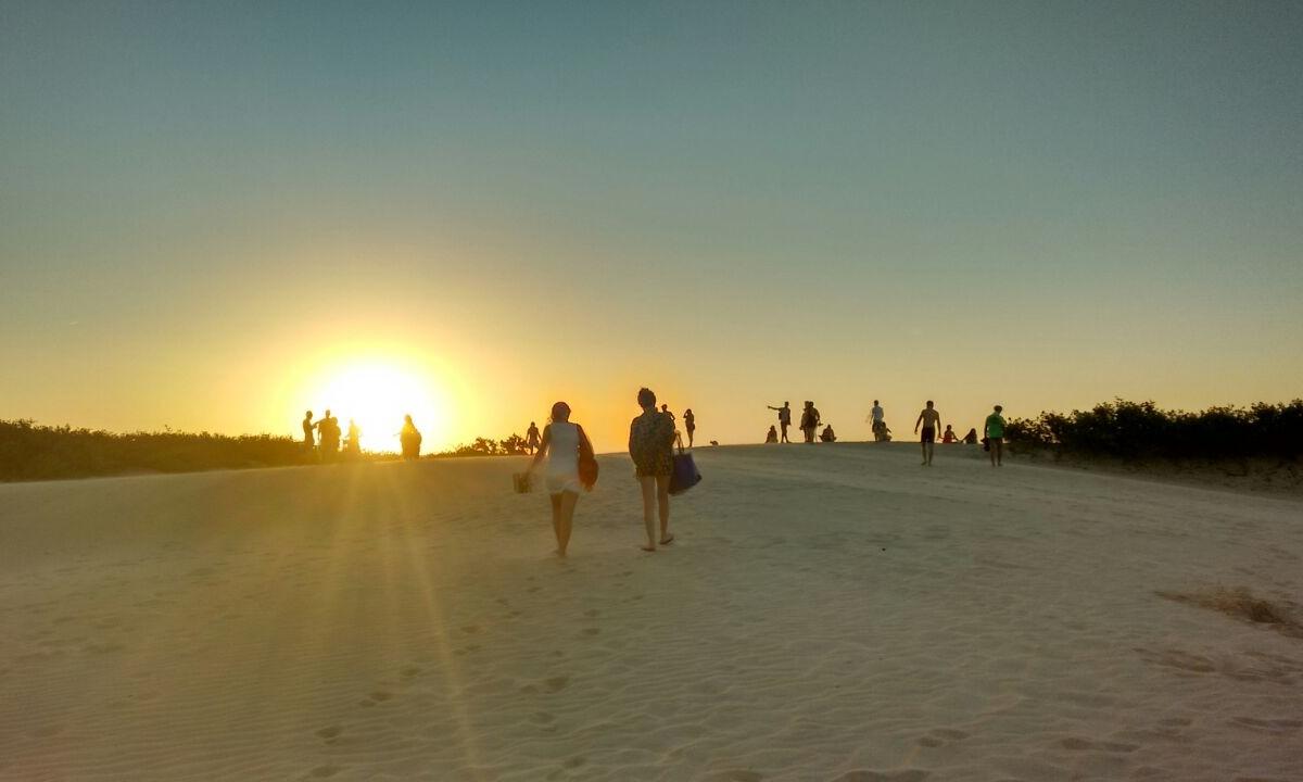 De férias em Itaúnas, turista registra pôr do sol espetacular