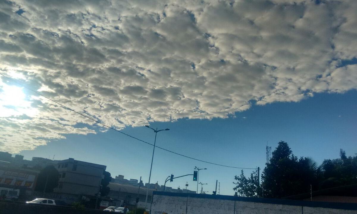 Formação de nuvens em Cariacica chama a atenção de leitora