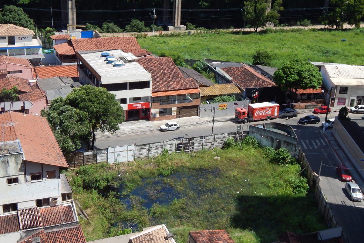 Leitor denuncia terreno alagado na Praia da Costa, Vila Velha