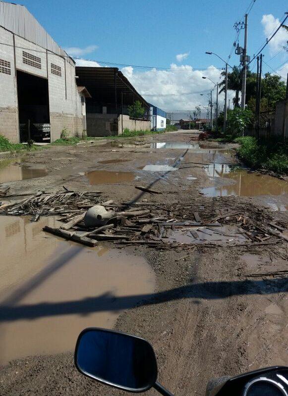 Rua com buracos gera reclamação de moradores em Vila Velha