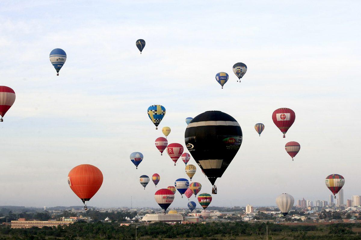 Cidades de Torres oferece o passeio de balão mais bonito do Brasil; conheça