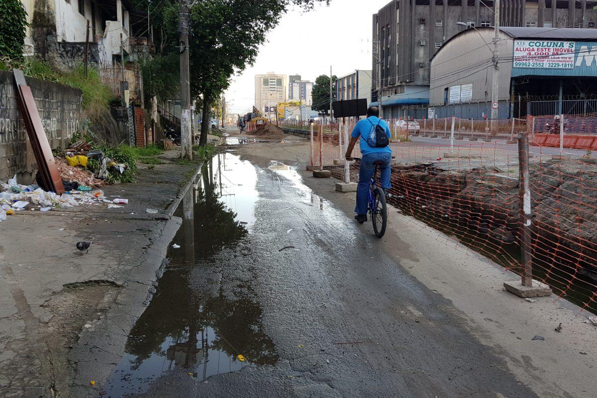 Internautas chamam atenção para situação da Avenida Leitão da Silva