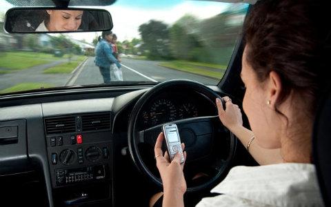 Resultado de imagem para acidente transito com celular