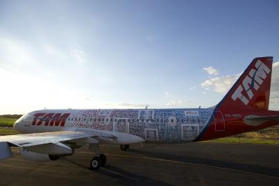 aeronave com 10 mil fotos de clientes