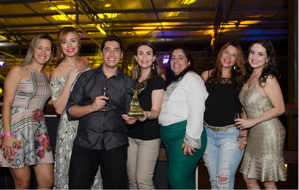 foto do grupo da Criativa comemorando o Ouro
