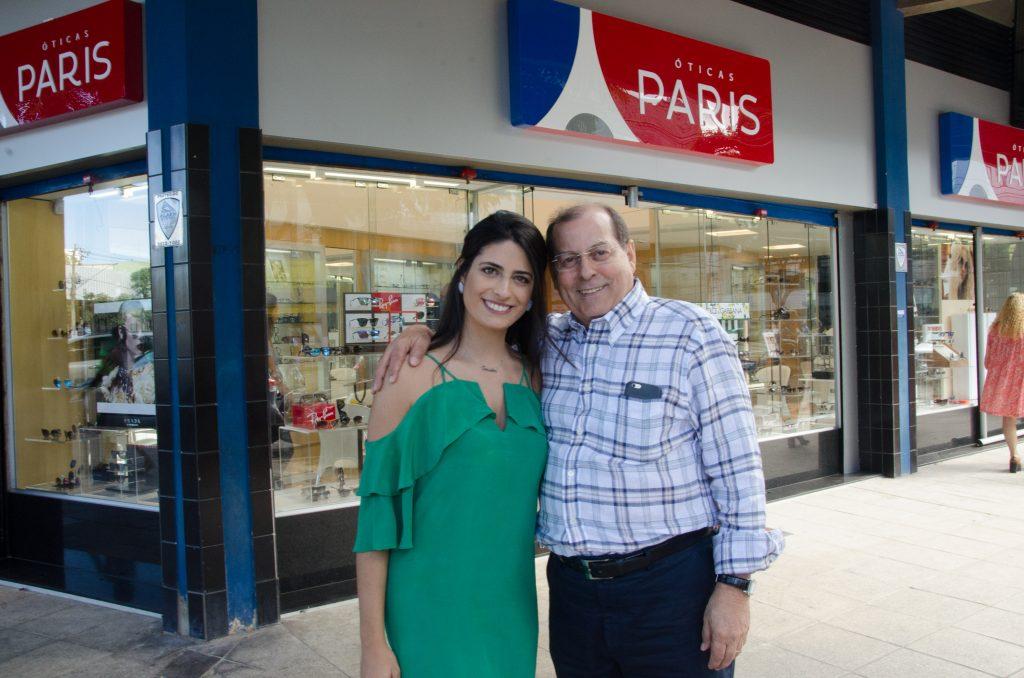 DSC_5931 Getulio Gomes de Azevedo com a filha, Ana Luiza Azevedo, diretora de marketing da Óticas paris