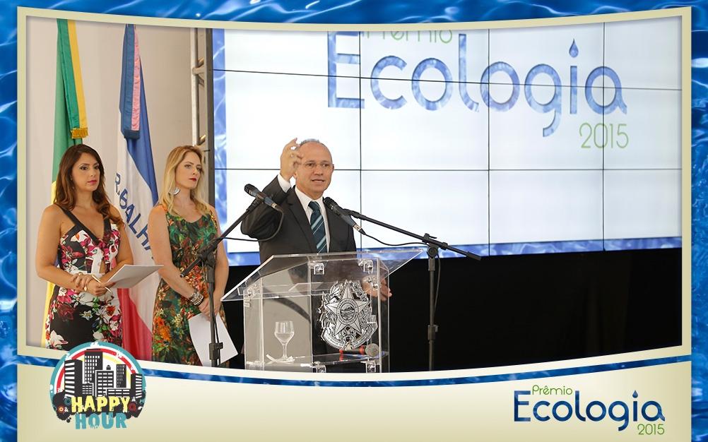 Ganhadores do Prêmio Ecologia 2015 recebem troféus durante ...