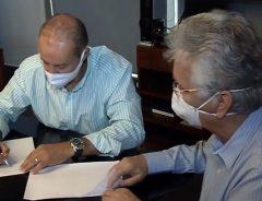 Diretor-executivo da Rede Vitória assina contrato de pesquisas
